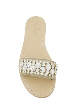 Pantofola scamosciata color beige con pietre swarovski