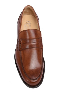 Classic leather brown college shoes mocassin model with strip